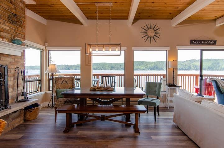 Epic Views, Open-Plan Waterfront Beach House