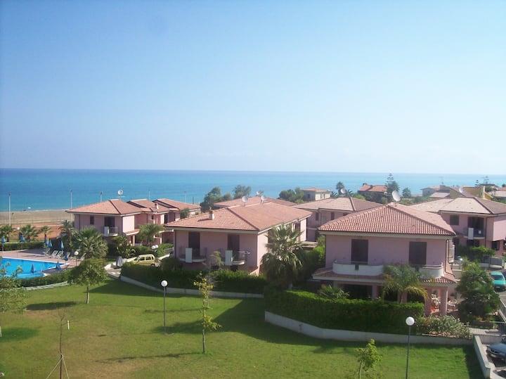 CasaVacanza (terrazzo-piscina-mare-campi sportivi)