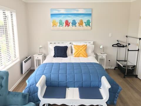 Modern room - pretty garden - close to beaches