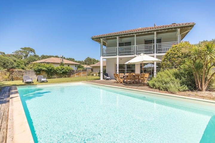 PROMOTION jusqu'à 40% !! Magnifique Villa avec Piscine, proche du Golf