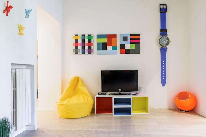 Appartamento colorato e di design vicino a Navigli