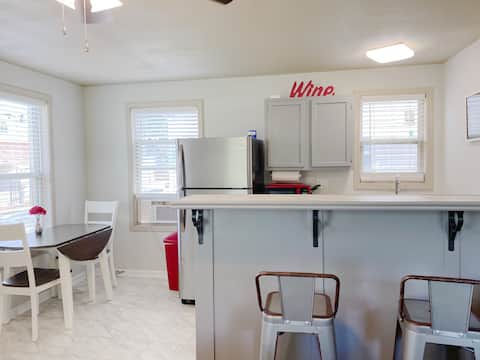 Furnished Red Studio -near lake, central location