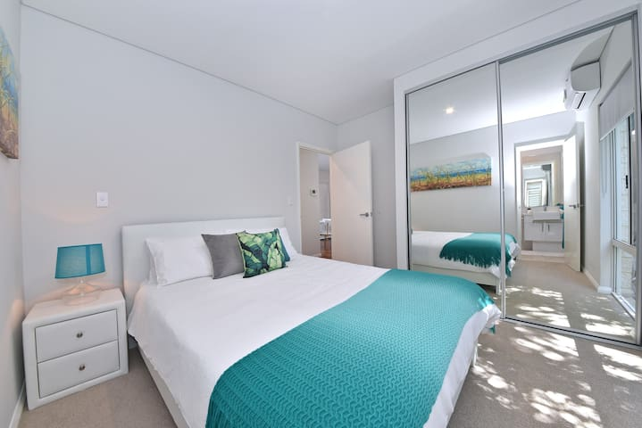 TJ's Apartment close to Perth City &  Airport:2210 - Rivervale - Daire
