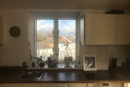 Lovely bright 1 bed flat,excellent transport links