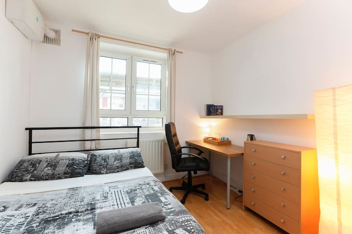 Double Room 14 - near Tower of London & Shoreditch