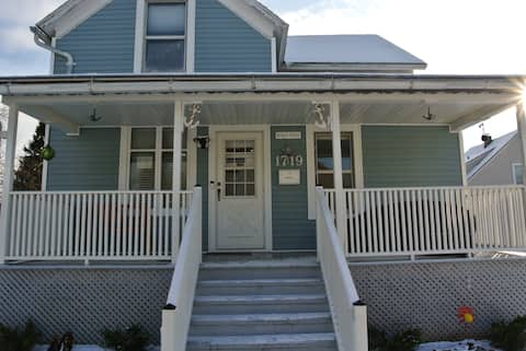 4 Bed 1 Bath Cape Cod Vacation House In Two Rivers