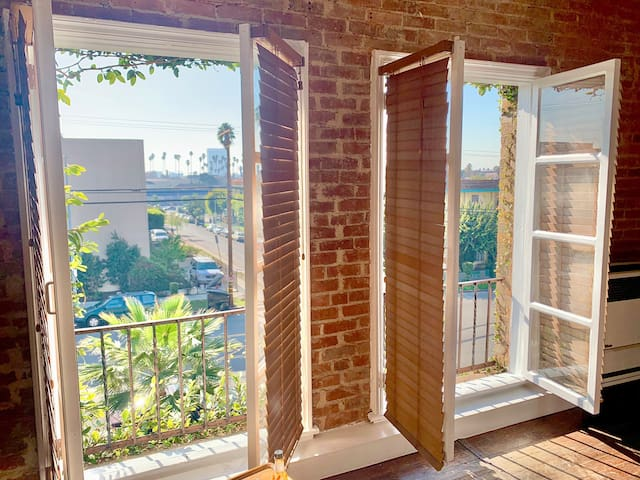 One Bedroom with exposed brick near Silverlake