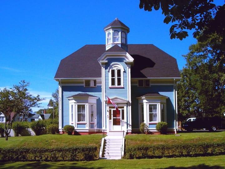 Book the Whole house! 6 Bedrms,6+baths- near Ferry