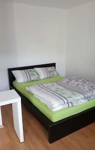 4 Zimmer Wohnung Zwickau, 1-5 Personen - Zwickau - Flat