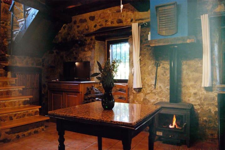 Casillón 1, Escapada Romántica: Valle del Ambroz*