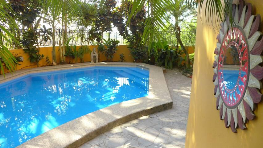 Reboot Resort Suite 1 - Playa Hermosa - Bed & Breakfast