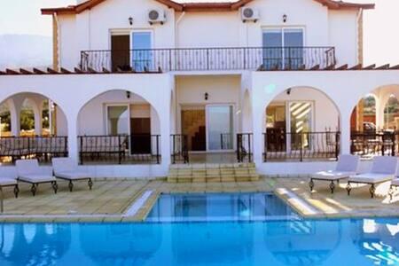 KB436 4 Bdrmd Villa in N.Cyprus - Alsancak - 別荘