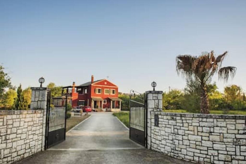 Welcome to Villa Lena