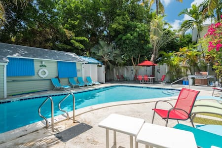 Poolside Paradise @ Tropical Village - キーウェスト