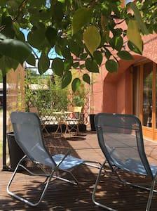 Chambre avec terrasse. - Charleval - House