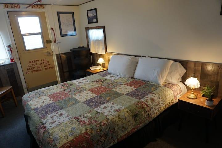 Iron Horse Inn - Milwaukee Caboose