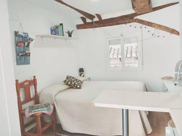 Bonito estudio con terraza