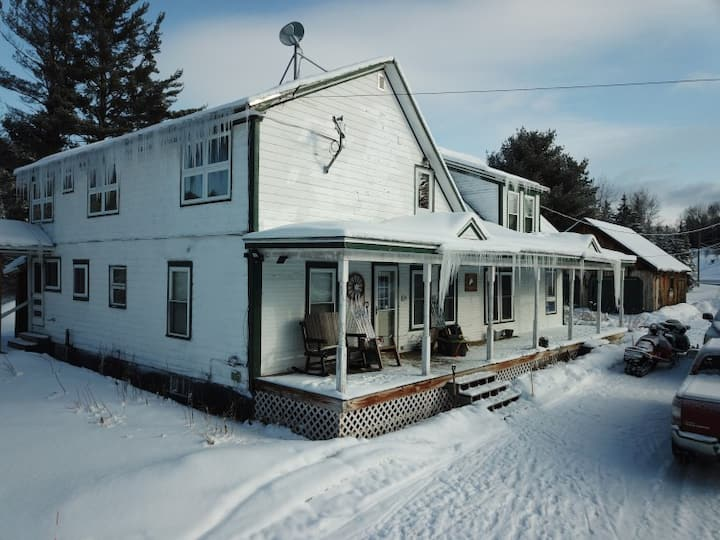 3 Bedroom Farmhouse Suite with Direct Trail Access