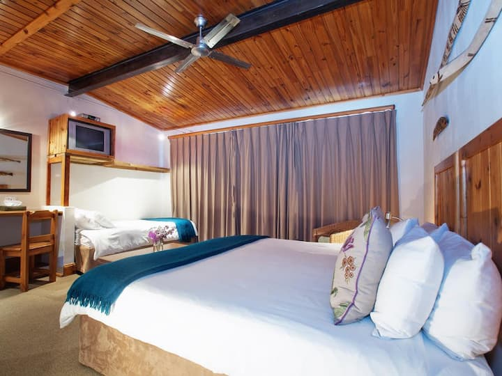 At the Woods Guest House-Triple room