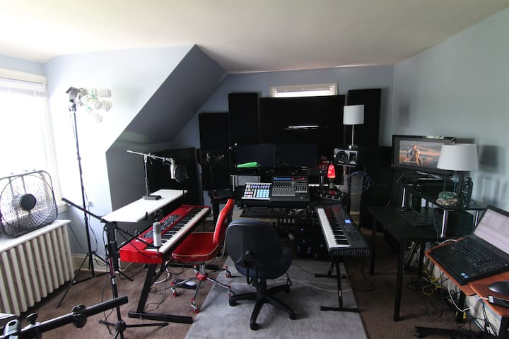 Recording Studio (rappers/beatmakers welcome!)