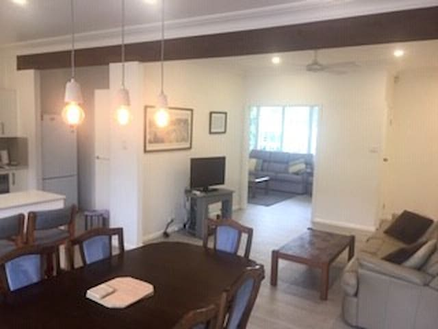 Renovated 3 bed house 4 min To cronulla beaches