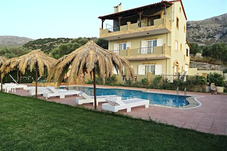 Charming Mountain Villa with Swimming Pool - Patsos