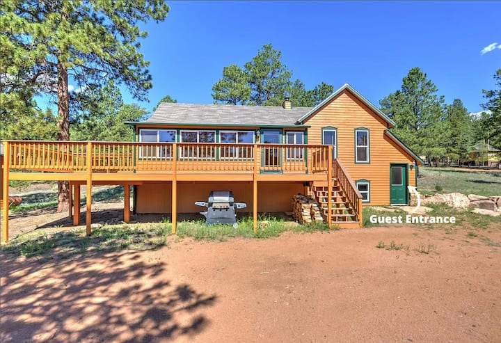 Quiet Mountain Getaway in Historic Pine Grove