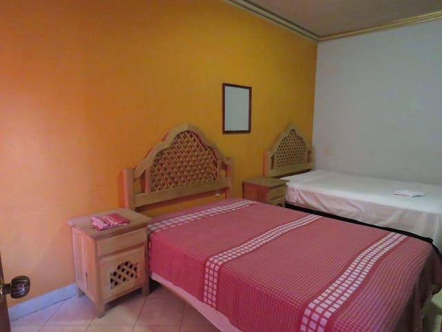 Habitación compartida c/doble cama matrimonial