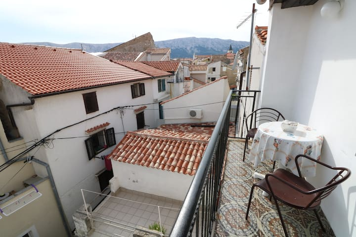 Apartment Dusanka with balcony in quiet old town