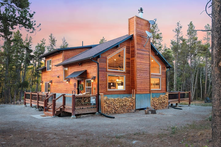 New Mountain Retreat - Secluded Rockies Basecamp
