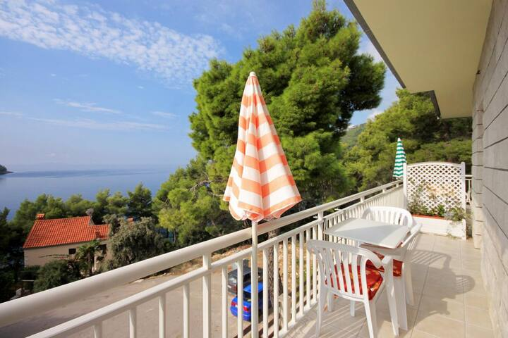 One bedroom apartment near beach Brna, Korčula (A-4478-b)