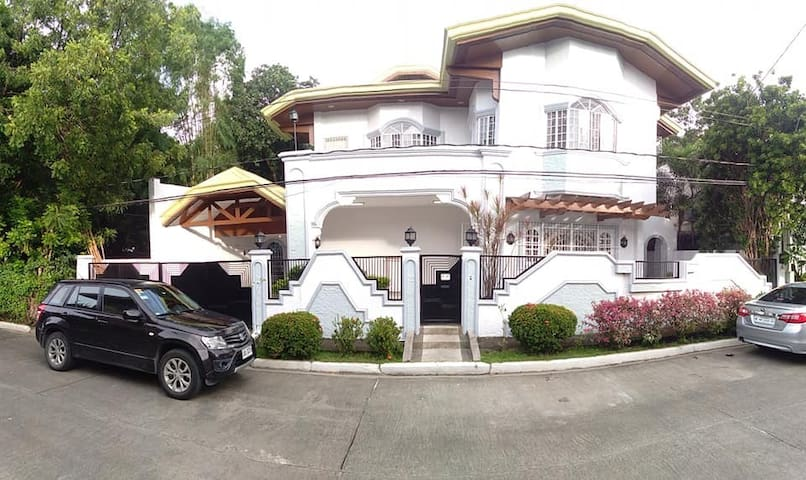 Private Rooms at Exclusive Subd in Paranaque