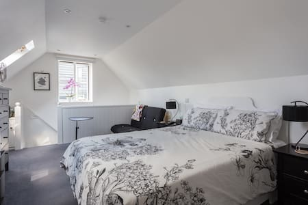 Private Suite: St. Albans Suburbs, Hertfordshire
