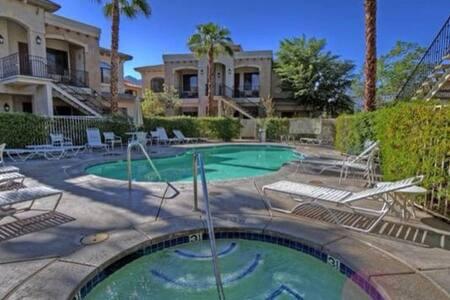 Cozy luxury Condo with a Sunset View. - La Quinta - Condominium