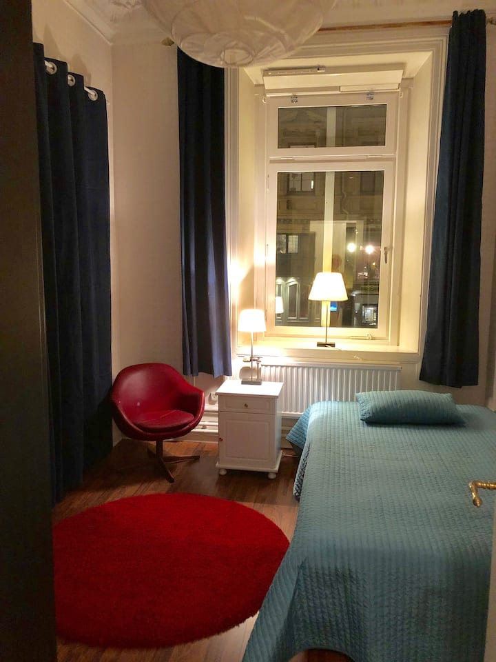 Privat rum med egen entré och toalett i Vasastan