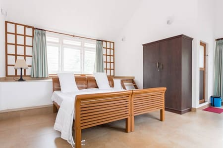 Pvt room stay &  get a experience to spice trial - Idukki - House