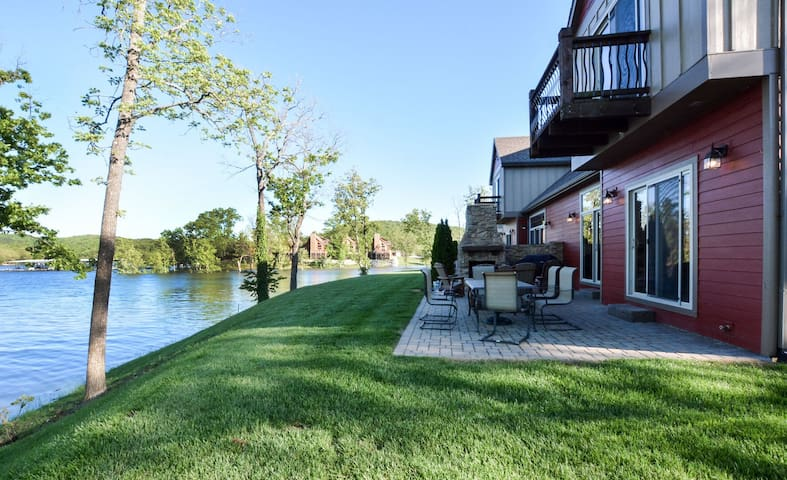 Luxury Lakefront Chalets Resort~Family Friendly~2 Pools~Free Resort Amenities