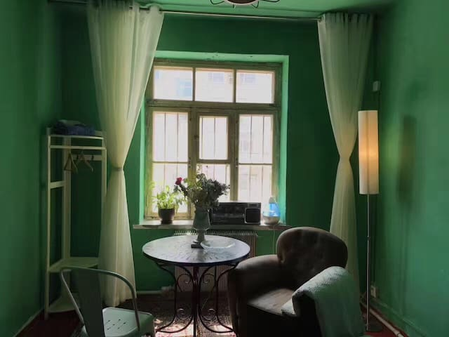如常-SAME舊屋改造_綠色雙人房-老張咖啡·桂林路·音浪livehouse·地鐵站