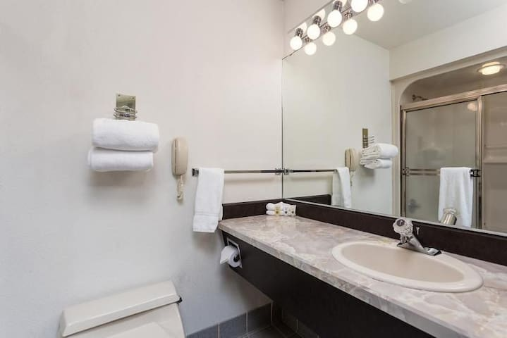 Full bathroom, with all the essentials provided!