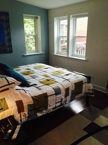 Room Four - Chicago - Bed & Breakfast