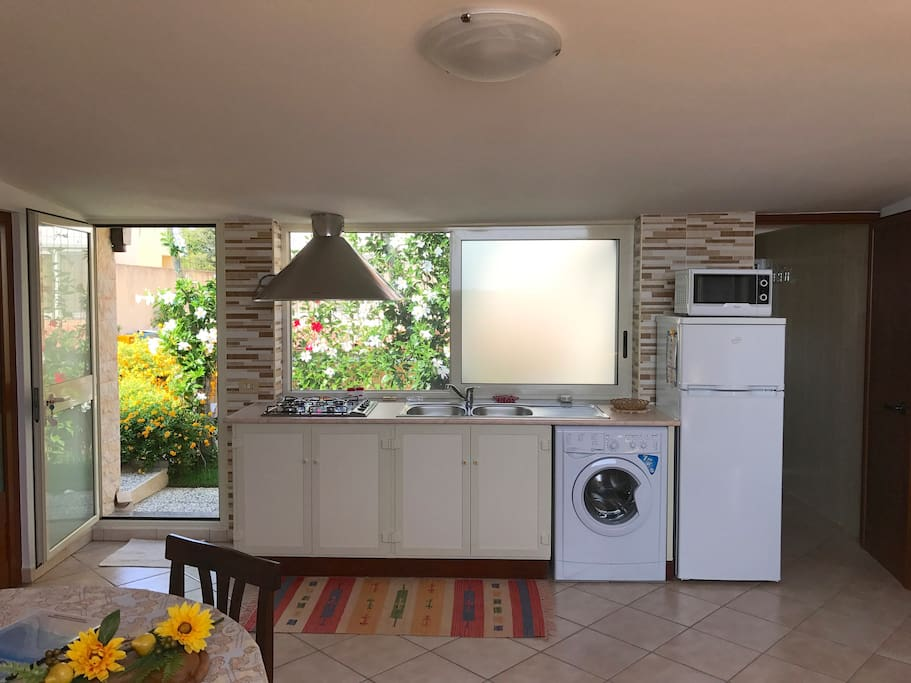 Cucina / sala da pranzo dotata di tutti i comfort (viene compresa anche la biancheria da cucina)