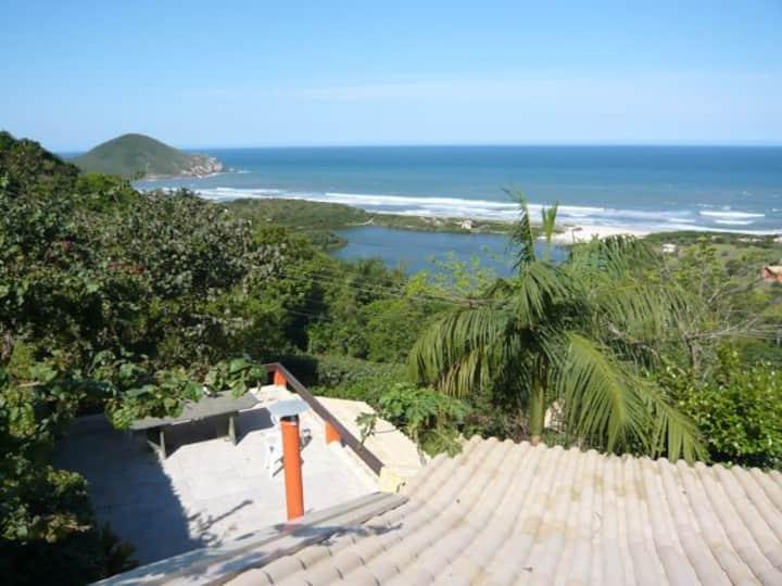 Praia do  Rosa con linda vista y naturaleza