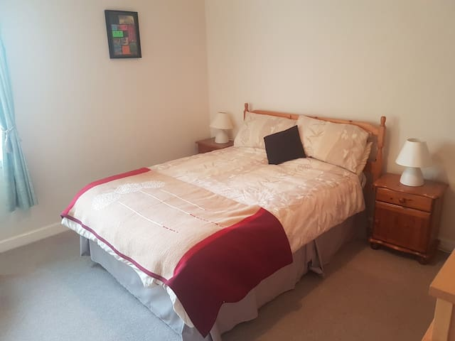 Quiet Private Double Room in Shared Flat