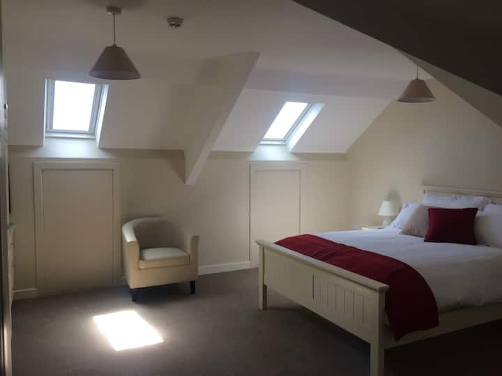 2bed apt, private parking gr8 space