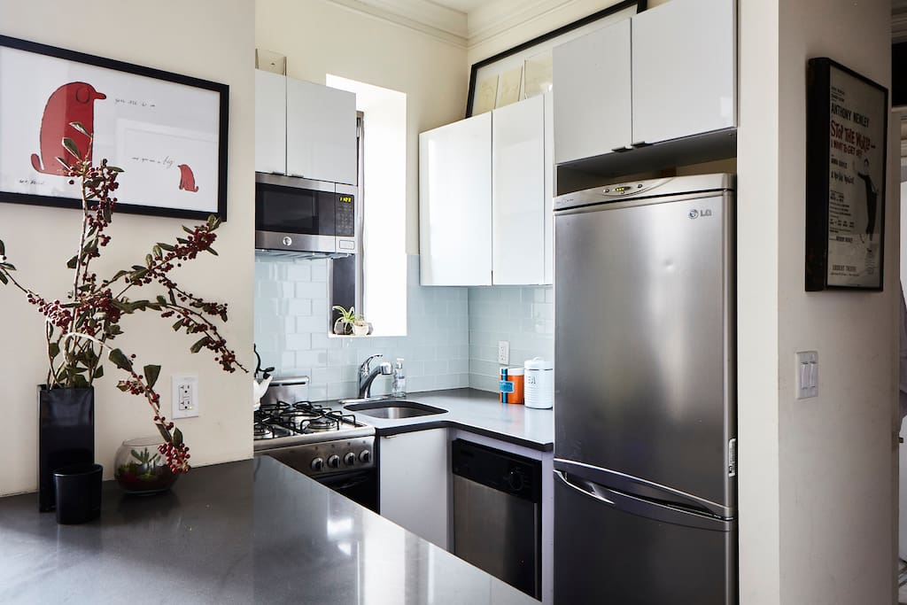 A fully equipped kitchen you could cook in. Or just eat out like 94% of all New Yorkers!