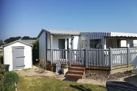 MOBIL HOME TOUT CONFORT DANS HÔTEL DE PLEIN AIR