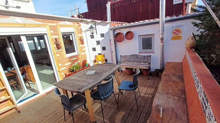 Terrace + BBQ near Beach & Barcelona 20min train