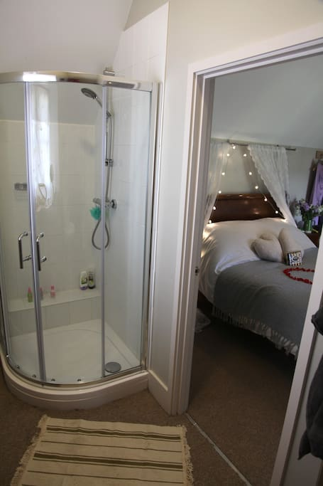 Ensuite power shower