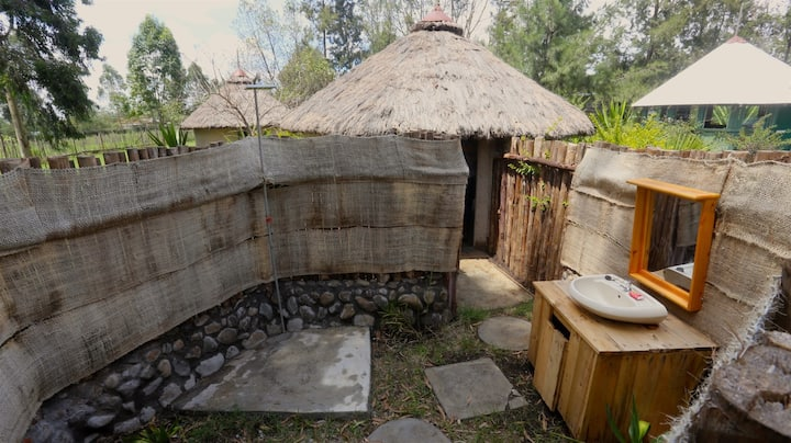 Rustic hut with outdoor bathroom 2