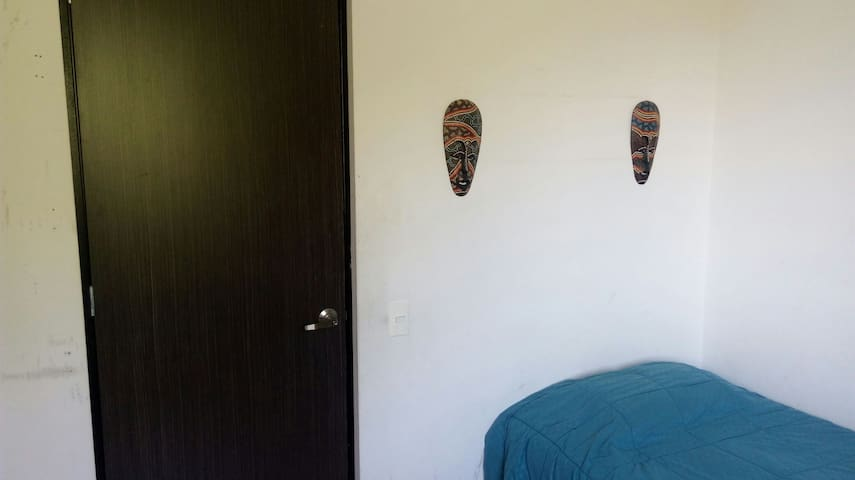 Simple and comfortable room - Medellín, Antioquia, CO - Apartment